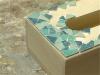 Réaliser une boîte à mouchoirs en mosaïque