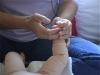 Masser les jambes des bébés